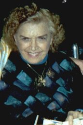Mae Young im April 2001